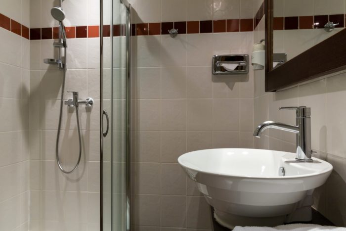 -salle-de-bain-douche-iroko